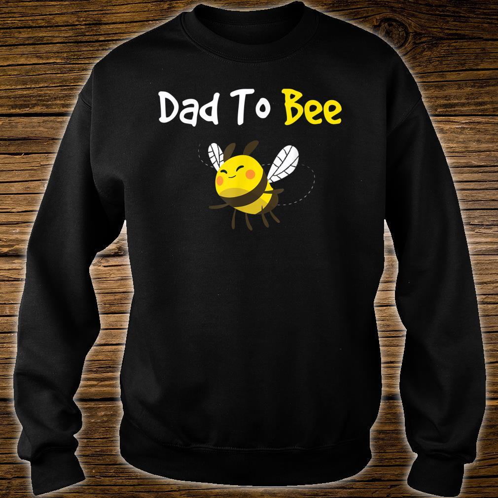 Featuring a cute bee, the Dad To Bee great Shirt sweater